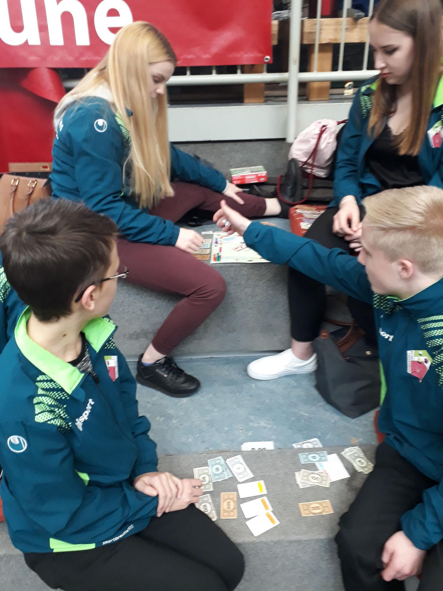 Zeitvertreib beim Monopoly - Foto: Bergische Pool Union