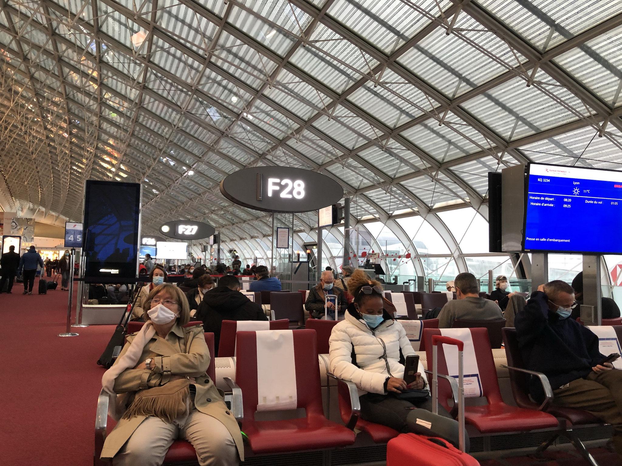 欧州圏内路線はフライト数を減らしているため、かなりの密度で搭乗することになったナポリ行きのフライト