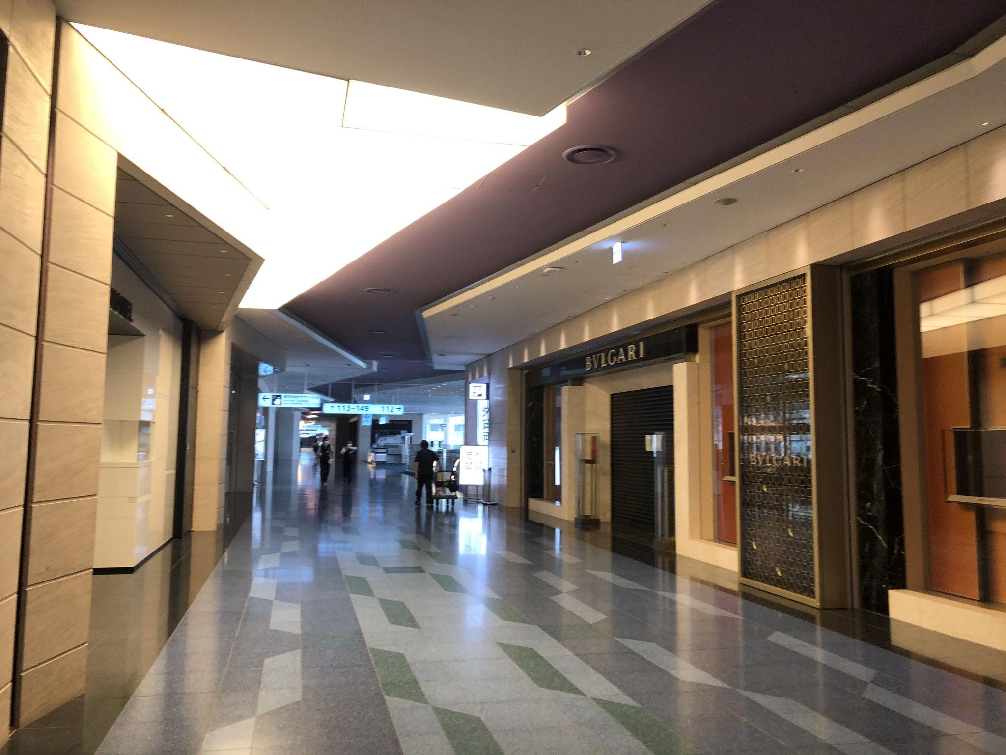 デューティフリー店、高級ブティックのほとんどが閉店中の羽田空港
