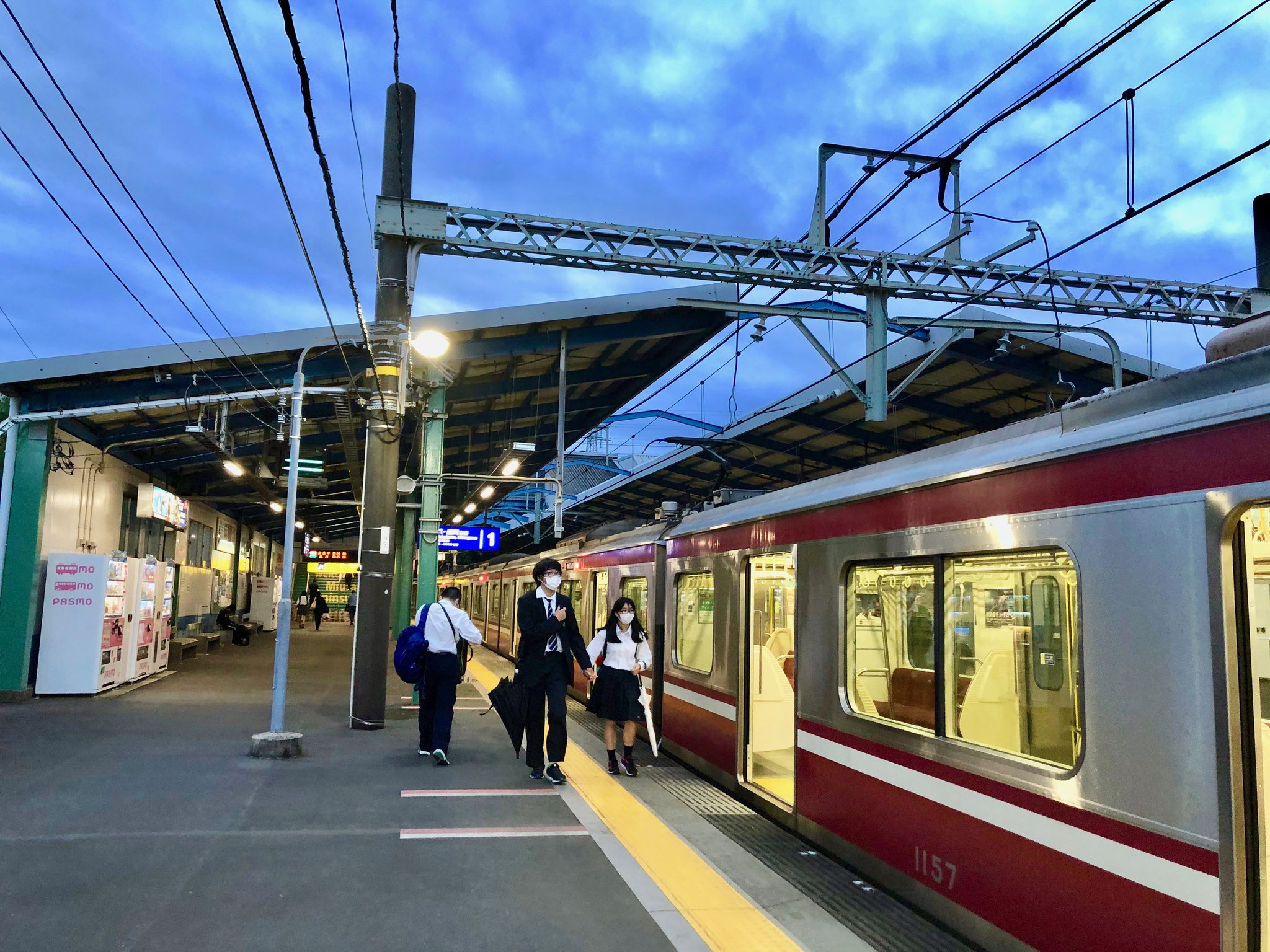 東京では手を繋いだり、抱き合う高校生をよくみかけた。コロナ下だからこそ、ストレートな表現が眩しい。