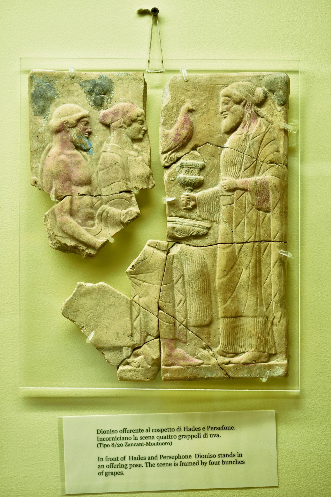 紀元前7世紀の建設されたロクリ(カラブリア州)から発掘された豊穣とブドウ酒のギリシア神、ディオニュシオスのモチーフ