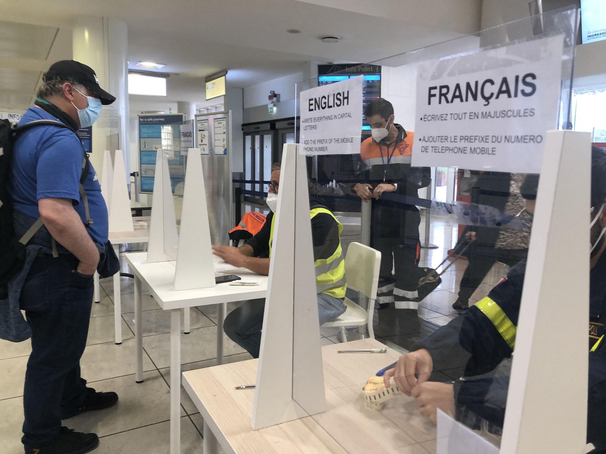 ナポリ空港:現在はフランス、スペイン、ギリシア、パキスタンなどの国に滞在した人のみが必須のPCR検査