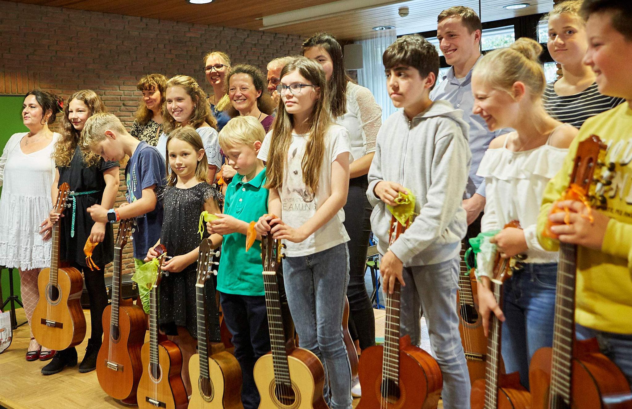 Gitarrenschüler nach Sommerkonzert