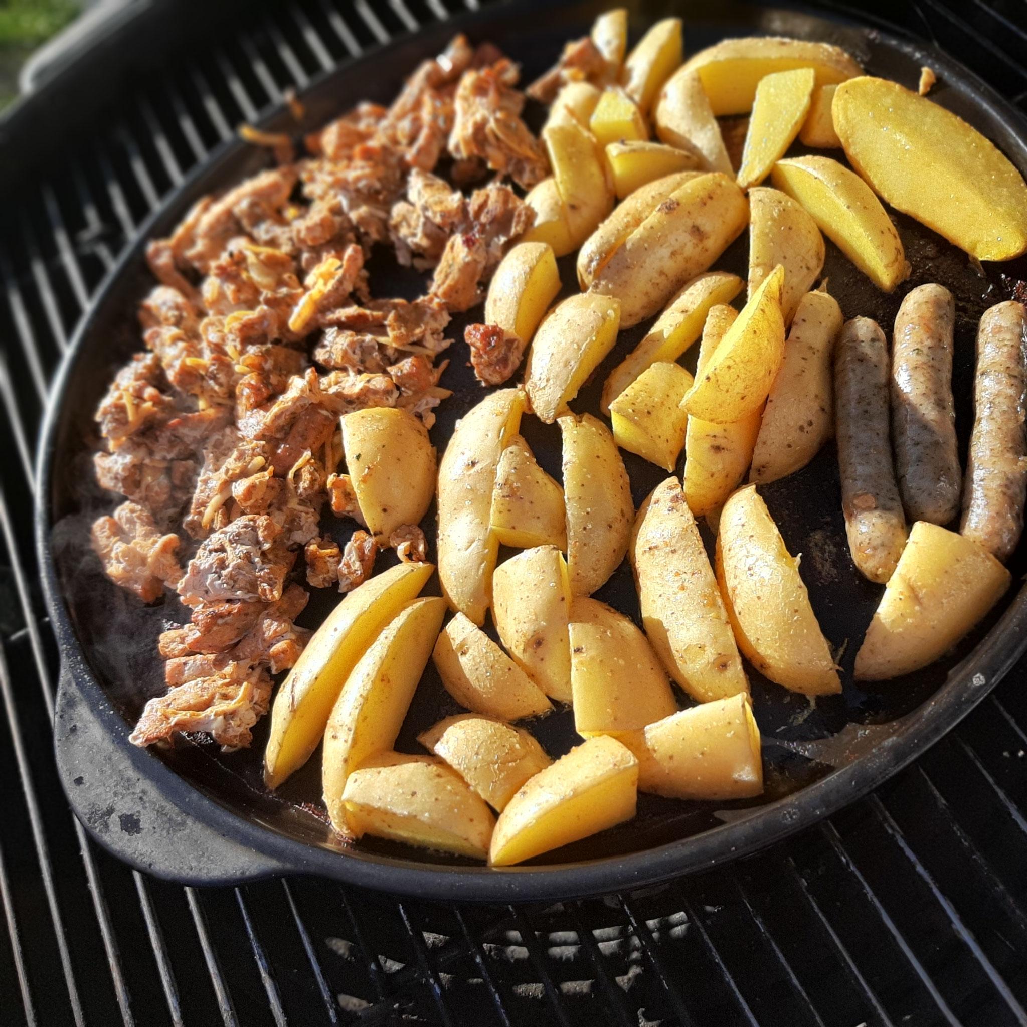 Gyros mit Kartoffeln vom Rockcrok® Grillstein