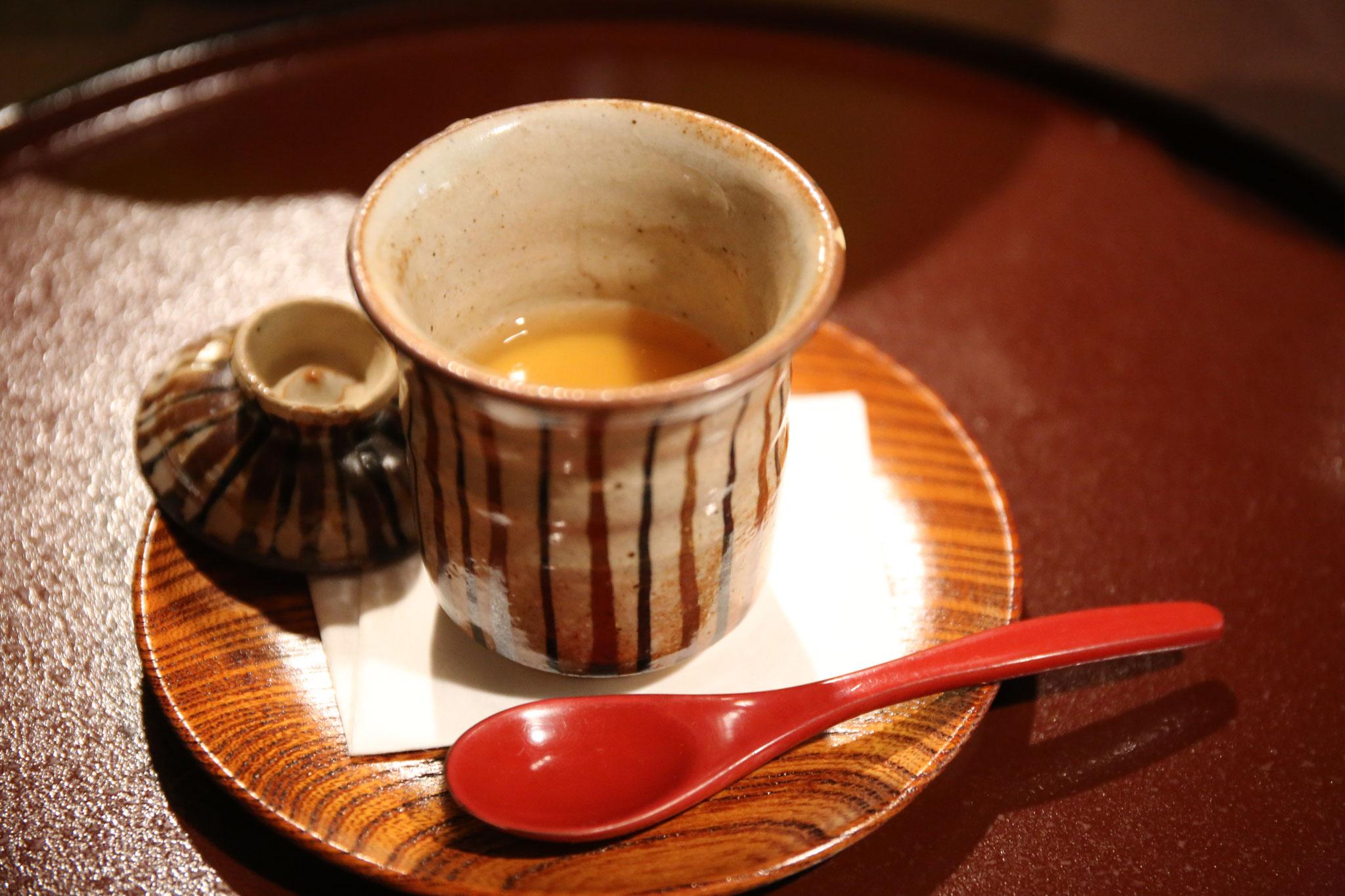 すっぽんの茶碗蒸し。夏バテ気味の身体に嬉しい。
