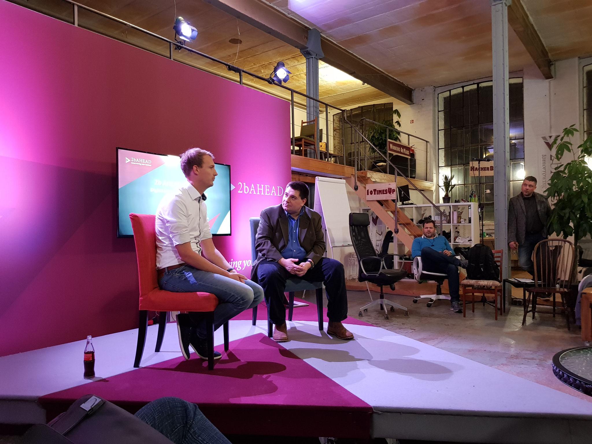 2b AHEAD Ventures CEO Stefan Jenzowsky im Gespräch mit Michael Hübl auf einem Ventures Founder Event