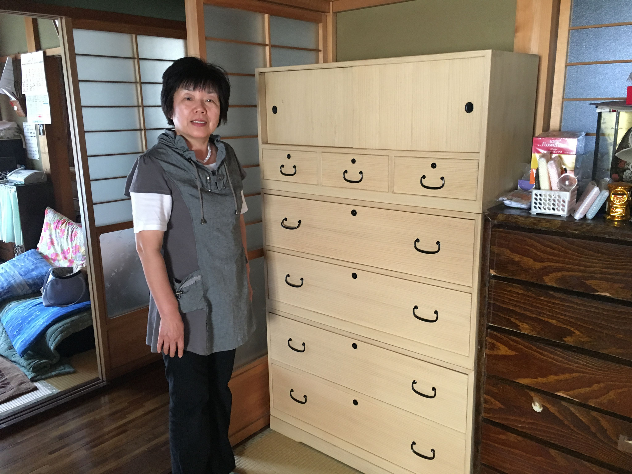山県市にアンティーク桐たんすを納品してきました。