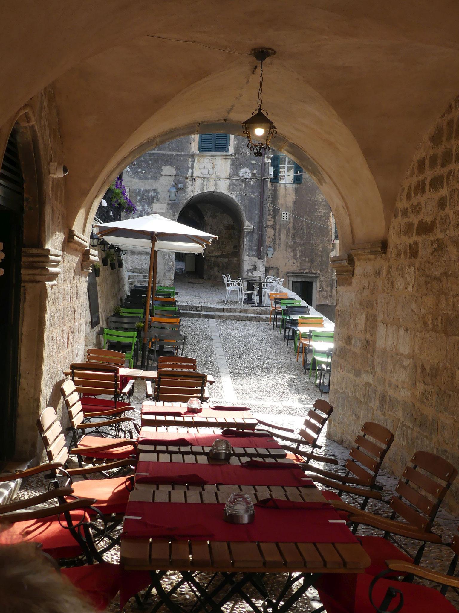Hübschelige Anblicke in allen Gassen, unglaublich viele kleine Restaurants drängeln um die schönsten Plätze