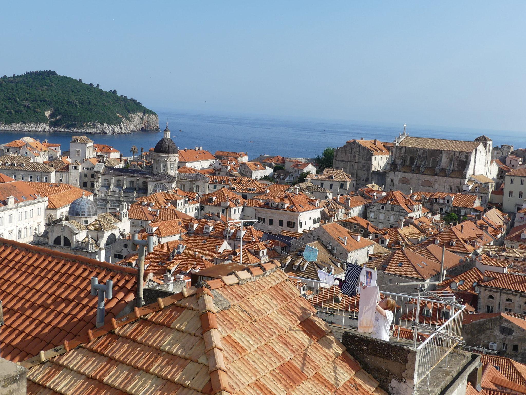 Wunderschöne Dächer, die meisten sehr neu gedeckt, aber alle rot!
