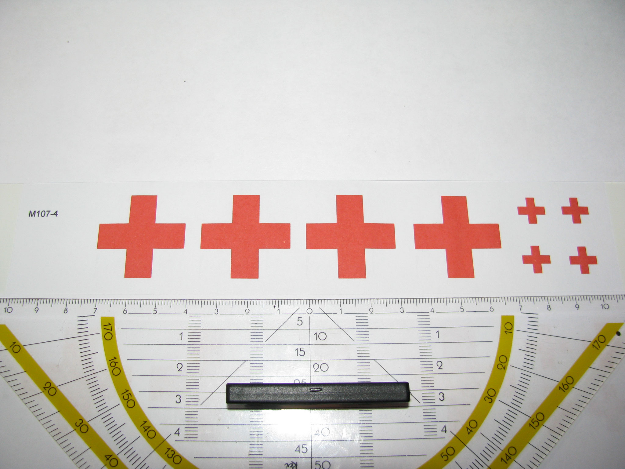 M107-4: Rotes Kreuz. 8 Decals. Max 30x30mm