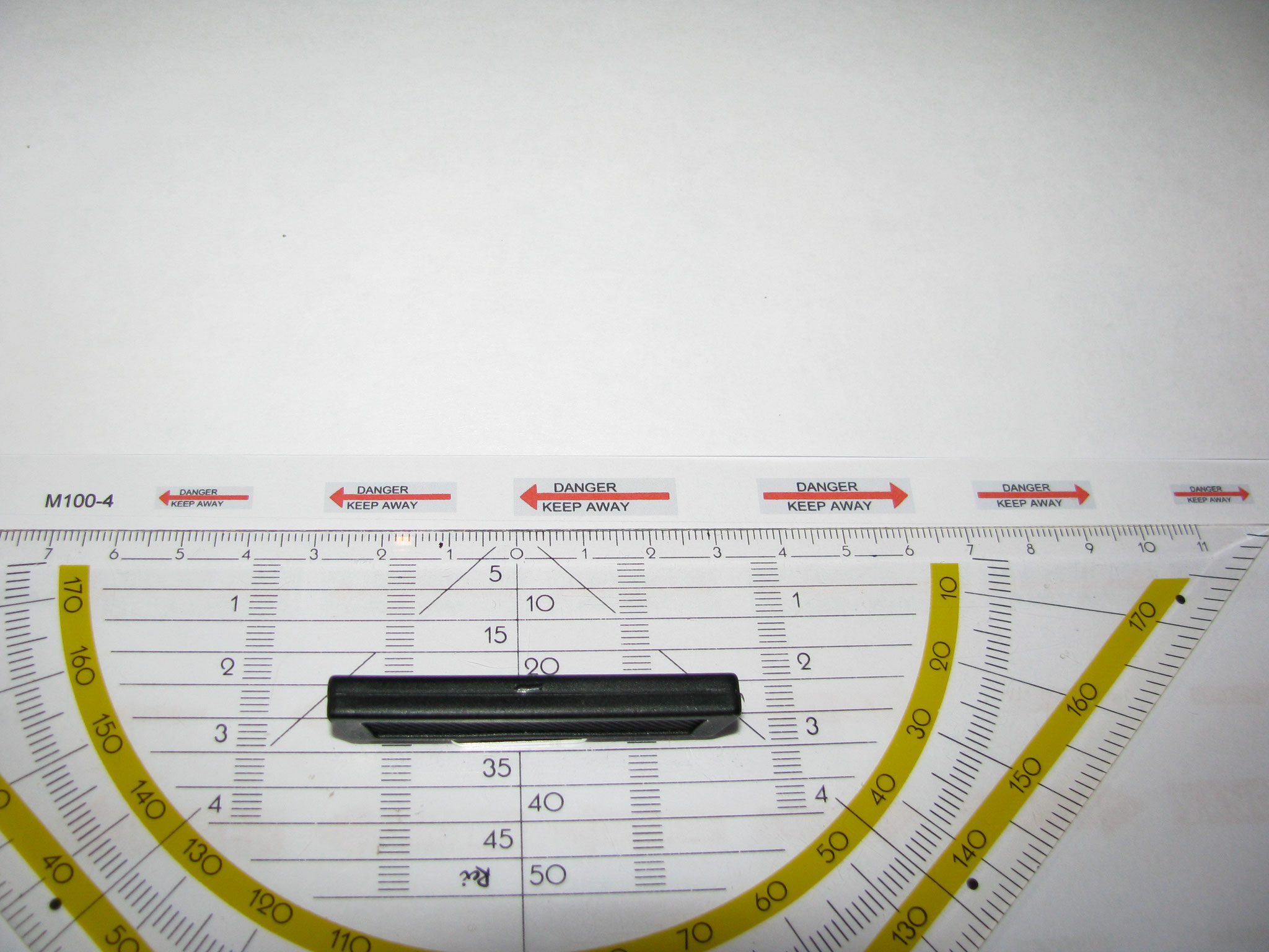 M100-4: Danger silber/rot. 6 Decals. Max 25x7mm