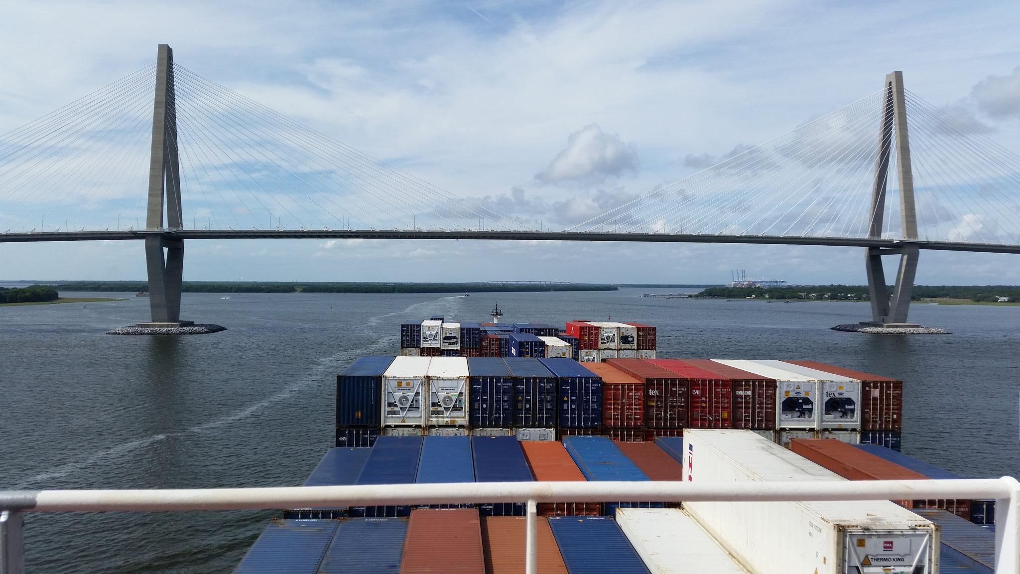 Einfahrt in Charleston zum Containerterminal