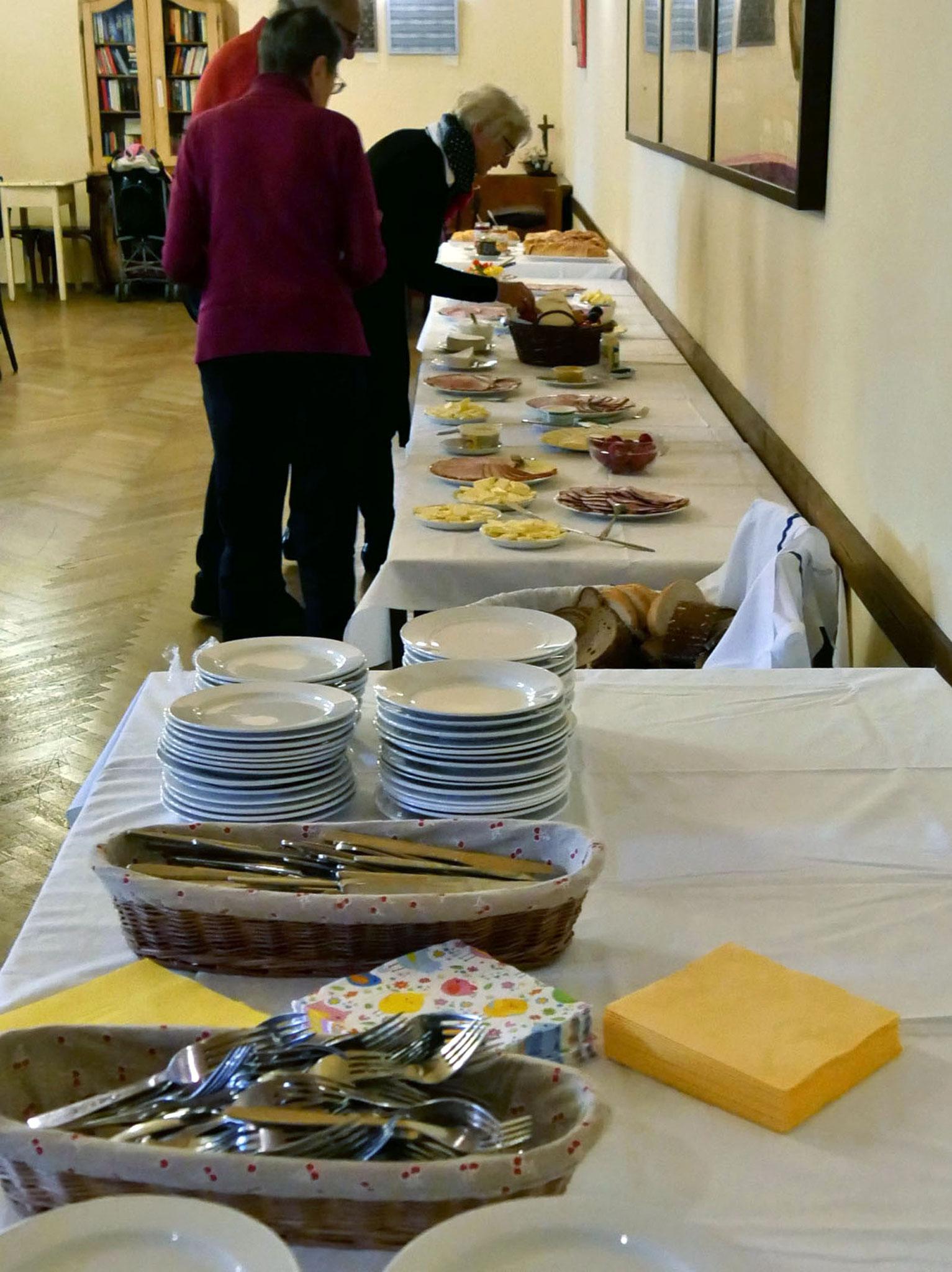 Osterfrühstück im Saal: Buffet.