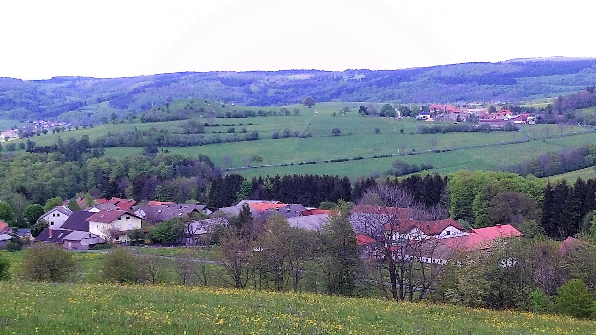 Blick über Rengersfeld auf die Hochrhön
