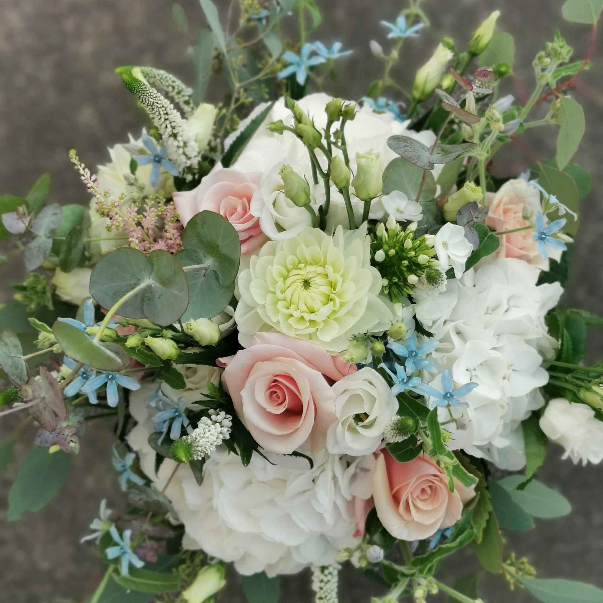 Brautstrauß mit Hortensien, Rosen