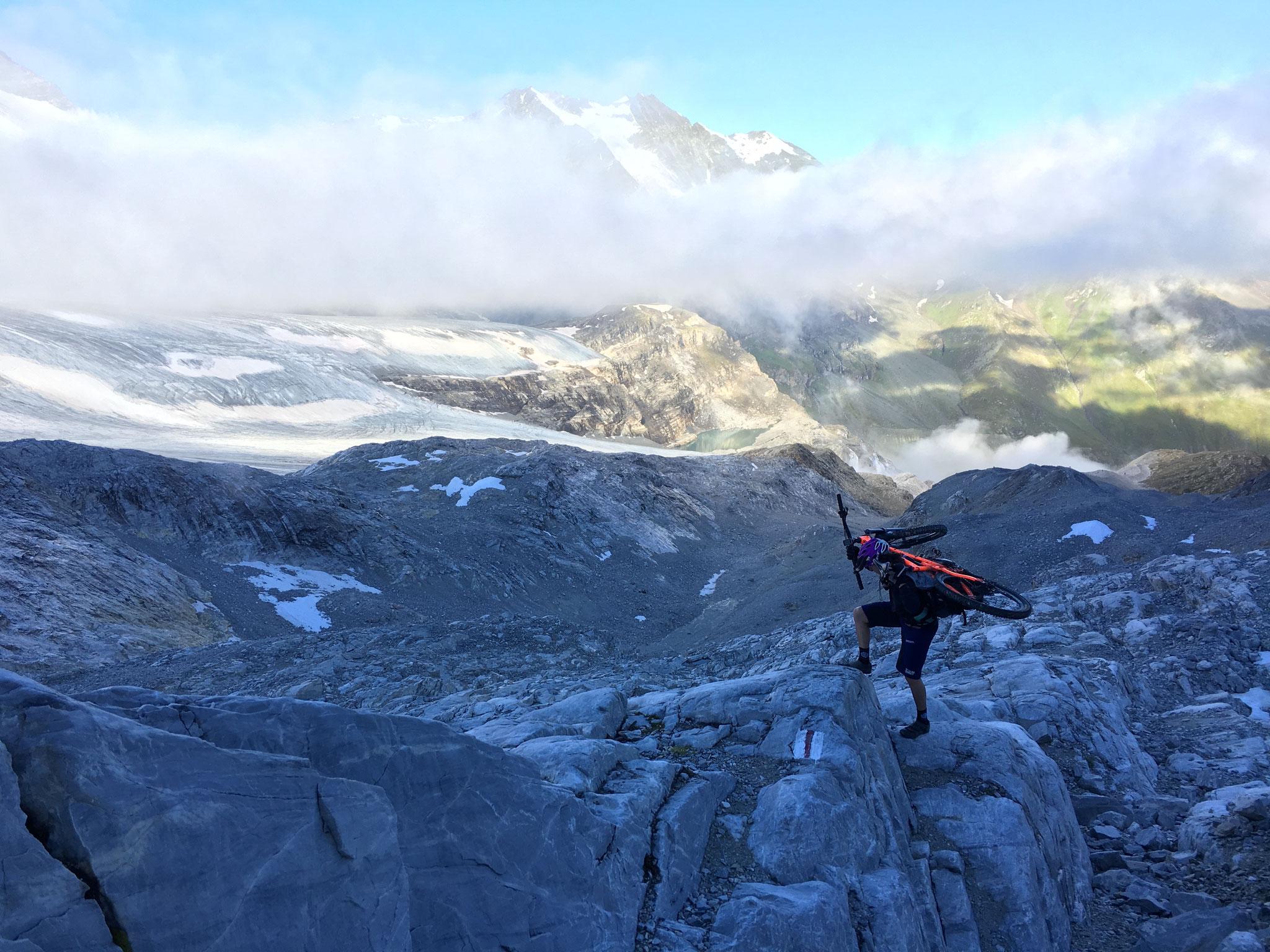 Alles andere als ein Kinderspiel. 1000 Höhenmeter stossen und tragen bis zum Gipfel.