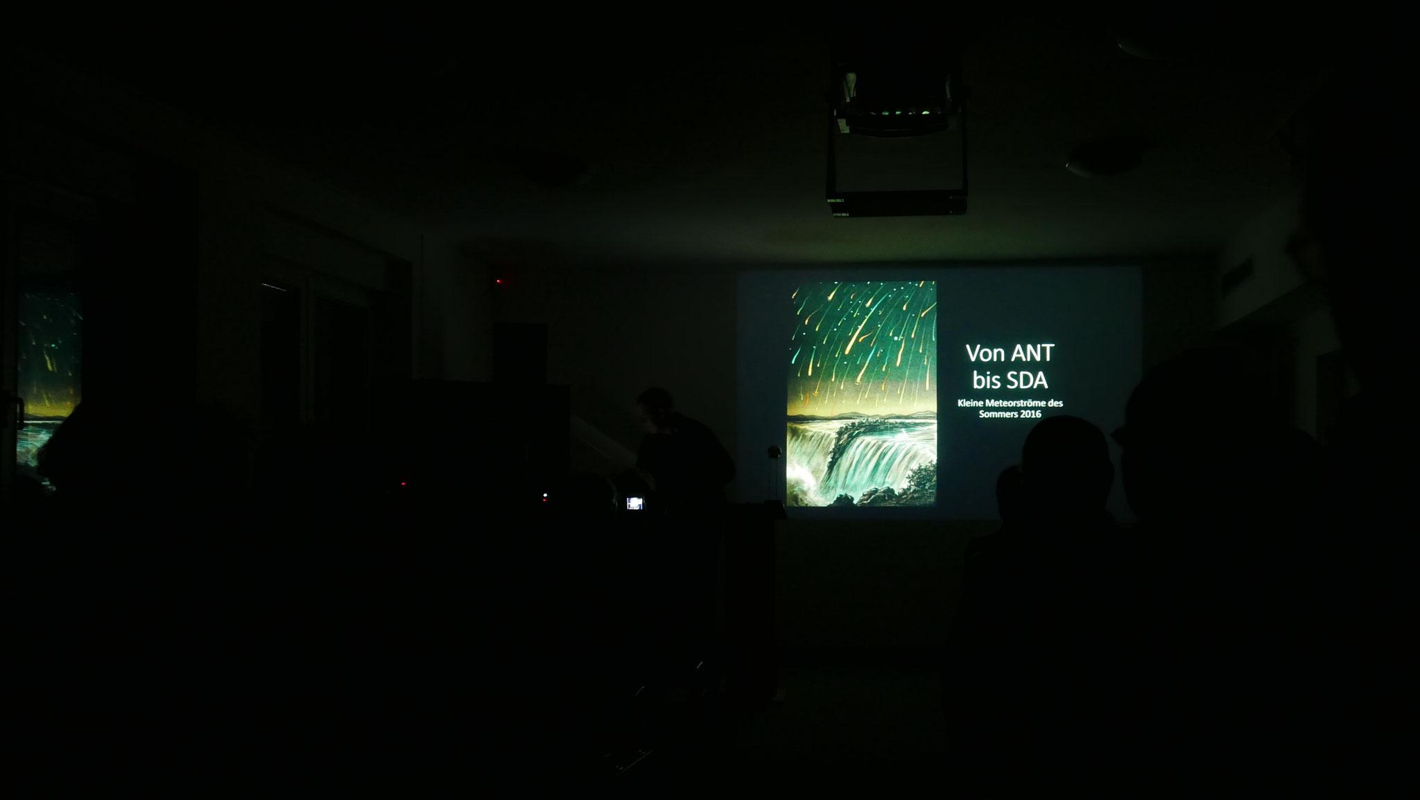 Thomas Rattei mit seinem Vortrag über Meteorstürme