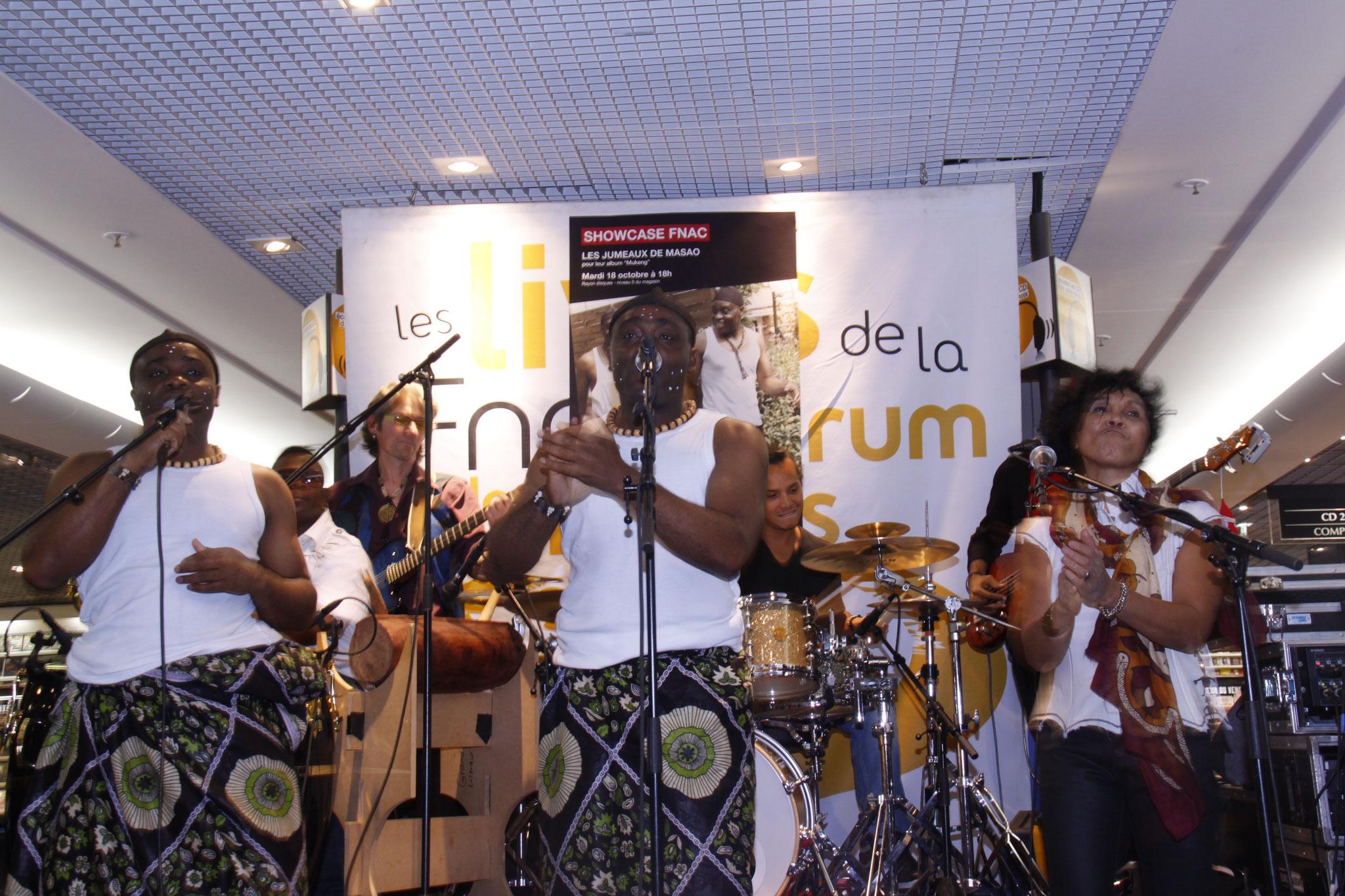 Les Jumeaux de MASAO (Masao Masu) en concert à la Fnac Chatelet les Halles  . Photo : Michel Abdebreman