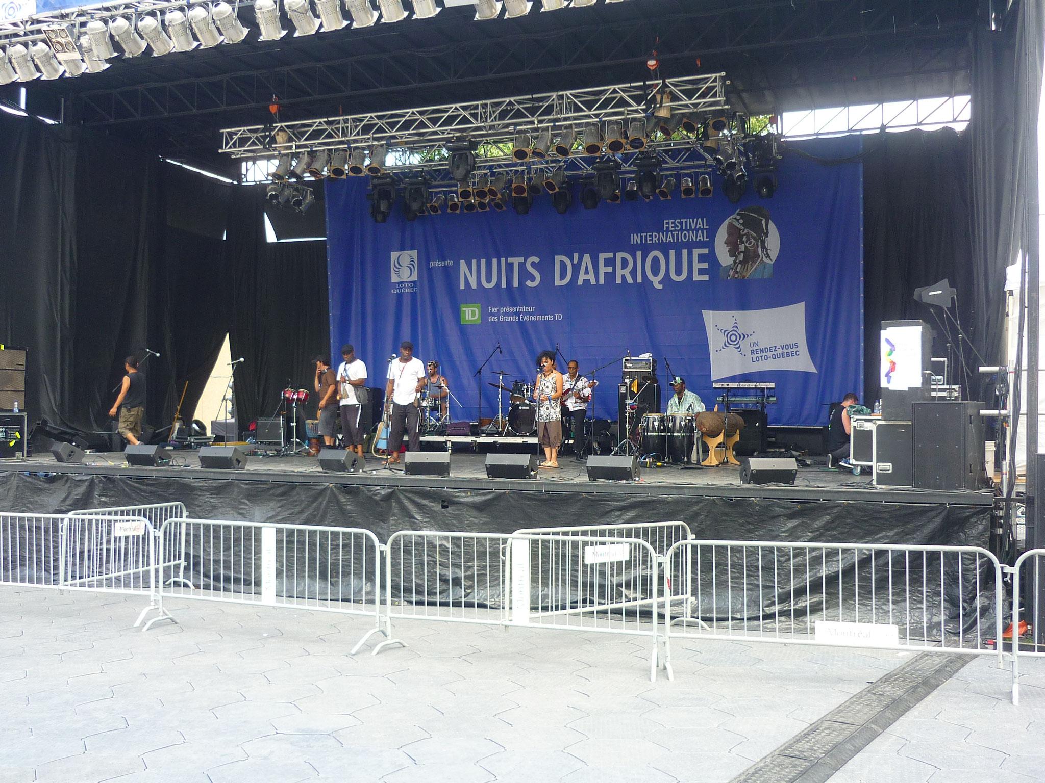 Sound balance with Les Jumeaux de MASAO (Masao Masu)  at  Nuit d'Afrique in Montréal . Photo :  HLW Images