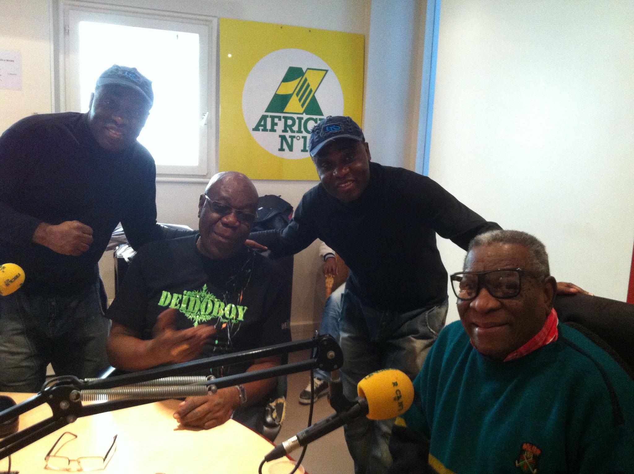 Les Jumeaux de MASAO (Masao Masu) during a radio broadcast with Manu Dibango and the Cuban trumpeter Ernesto Tito Puentes