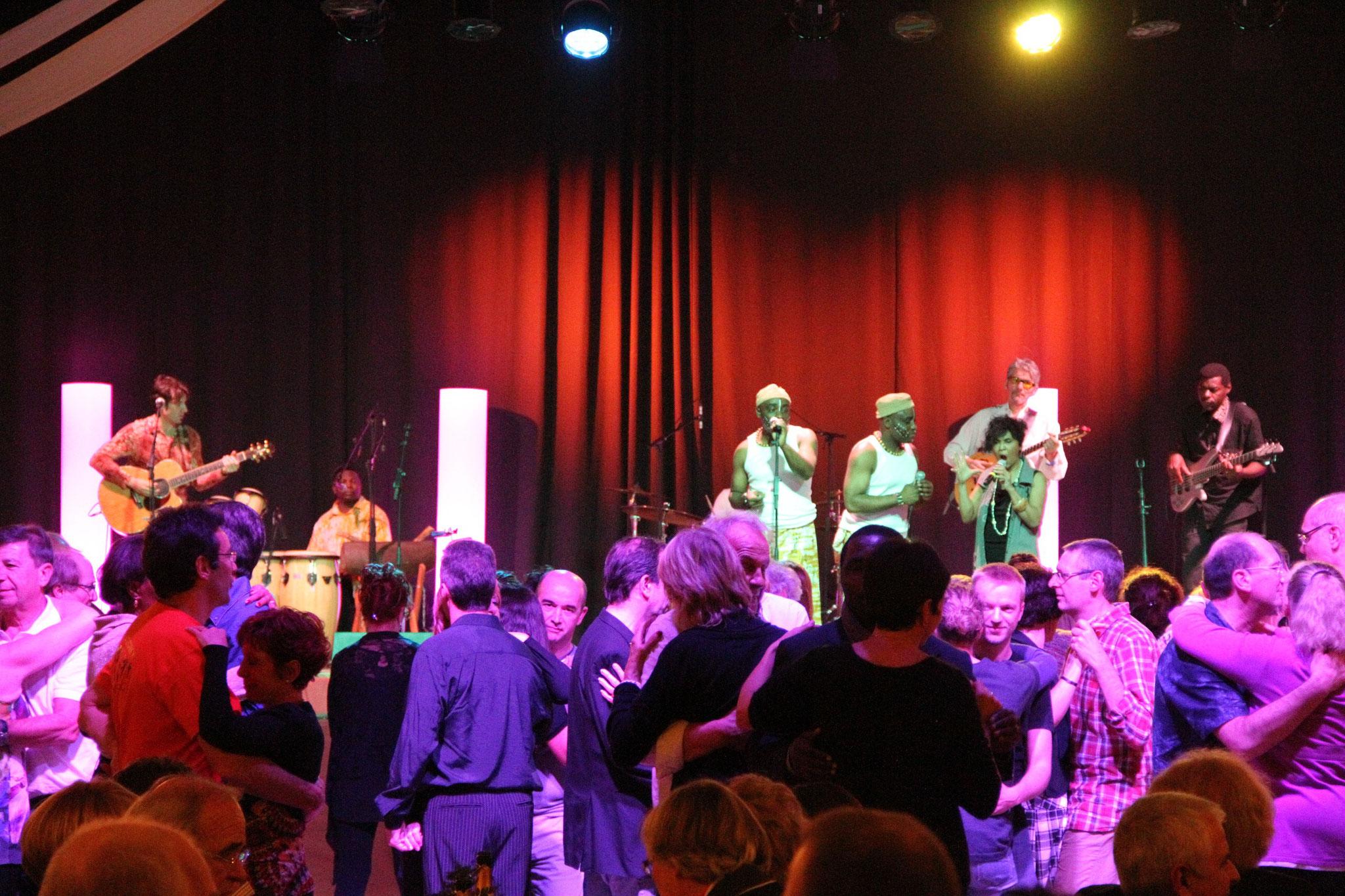 Les Jumeaux de MASAO (Masao Masu) in concert  at  Villlecresnes