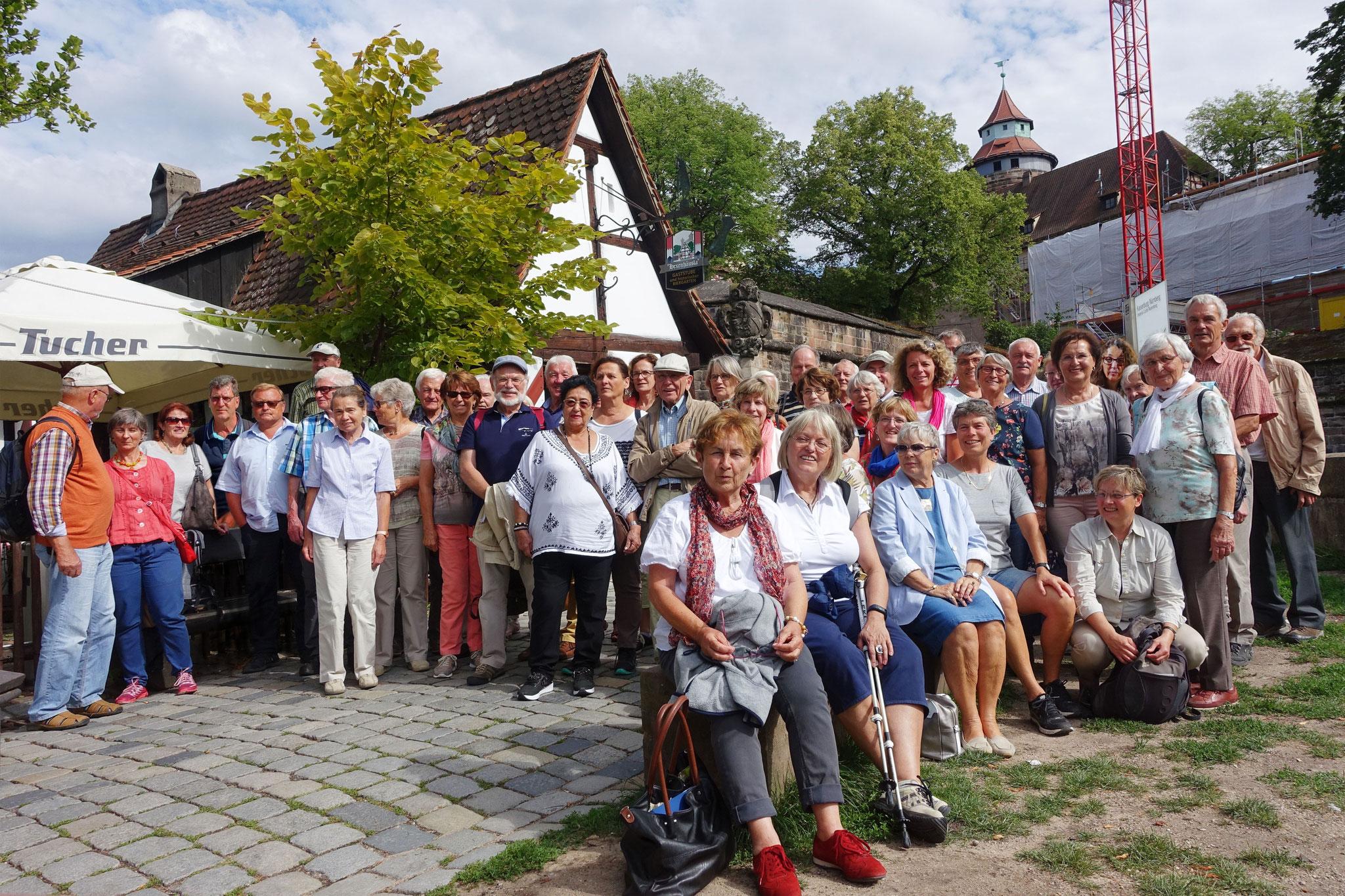 23. 07. 2017 - am Hexenhäusle vor der Kaiserburg beim Chorausflug nach Nürnberg