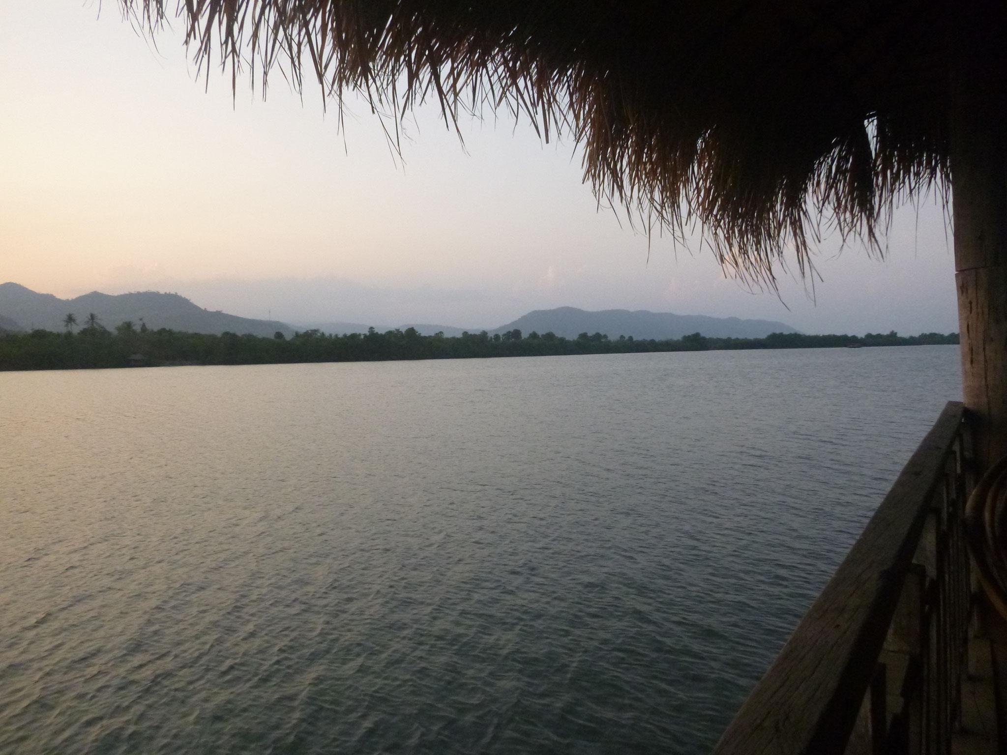 Flussufer Kampot bei Sonnenuntergang