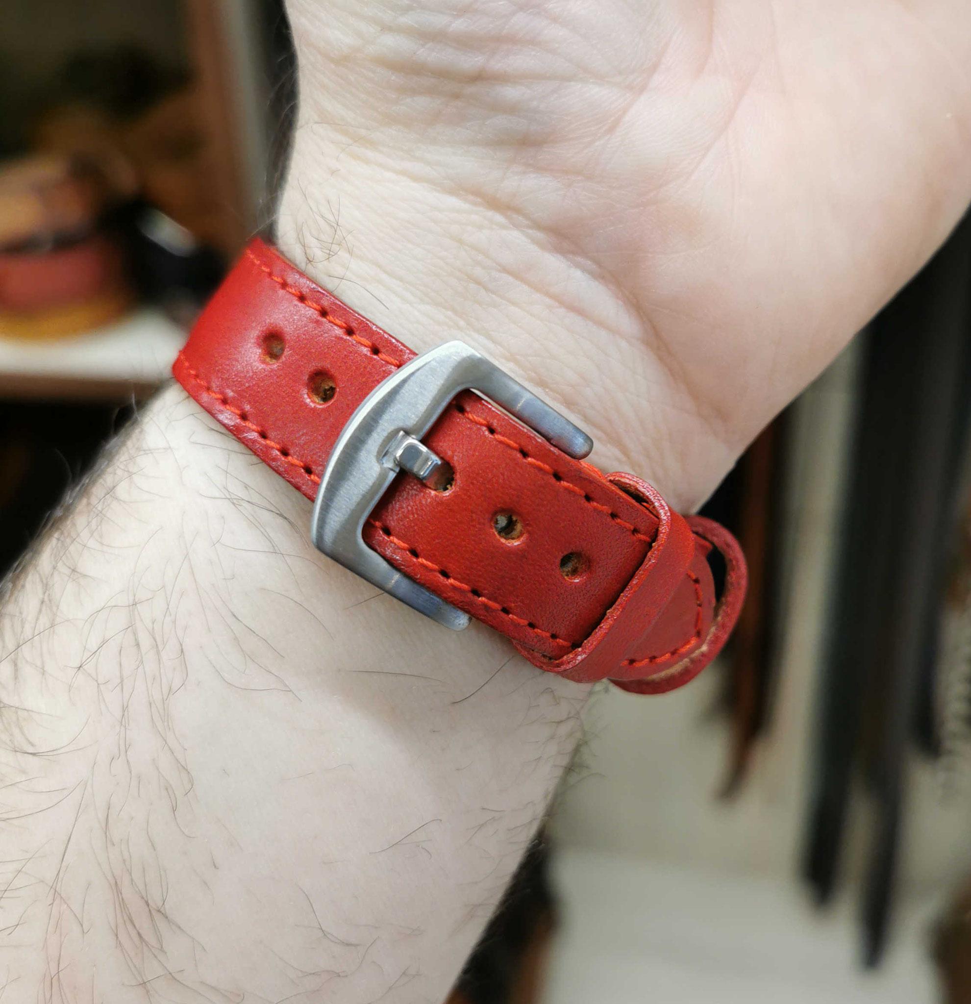 cinturino in cuoio rosso