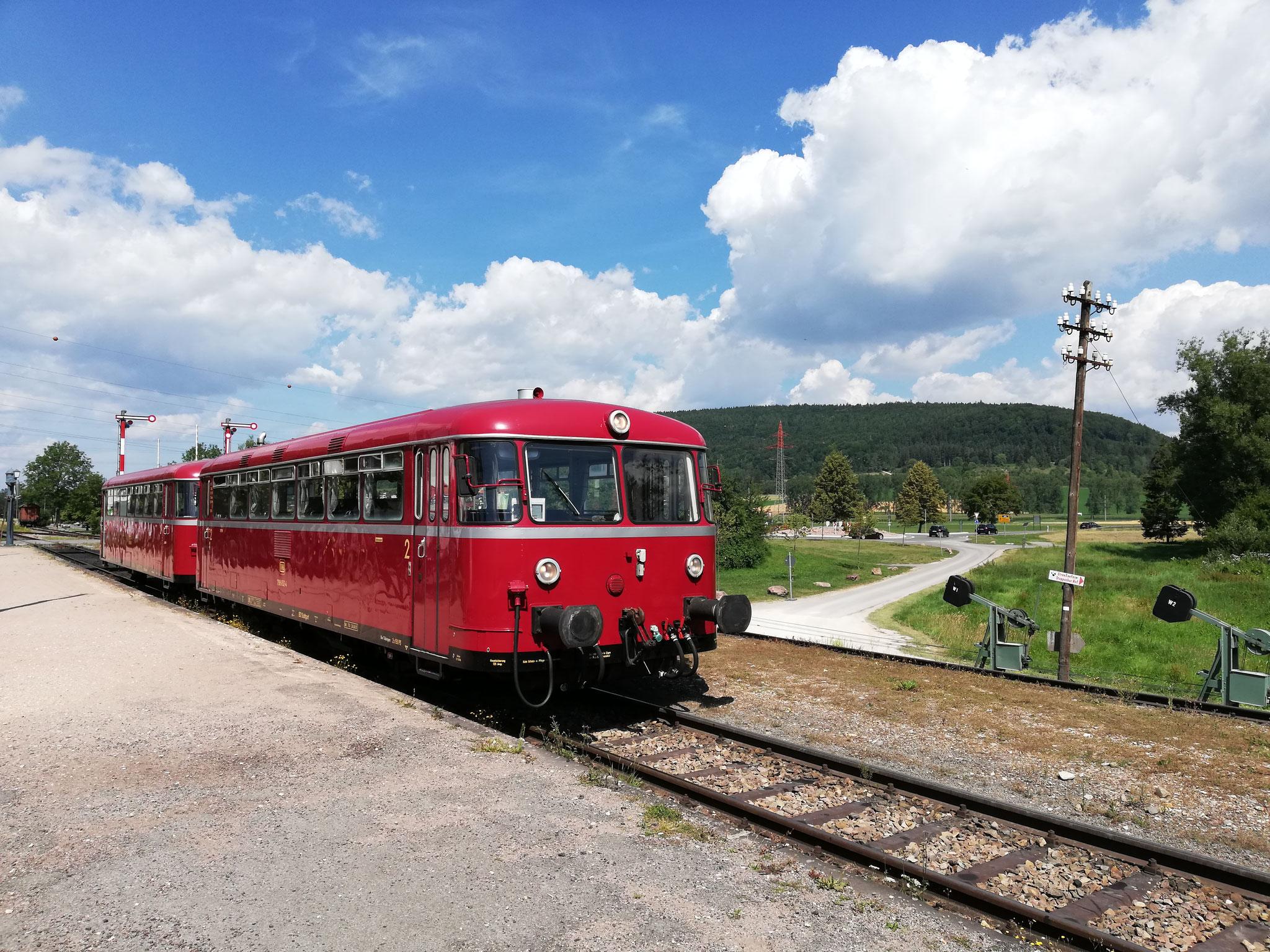 Auf dem Weg nach Waldshut macht unser VT in Zollhaus-Blumberg eine Pause, anschleißend geht es über die Sauschwänzlebahn an den Hochrhein.