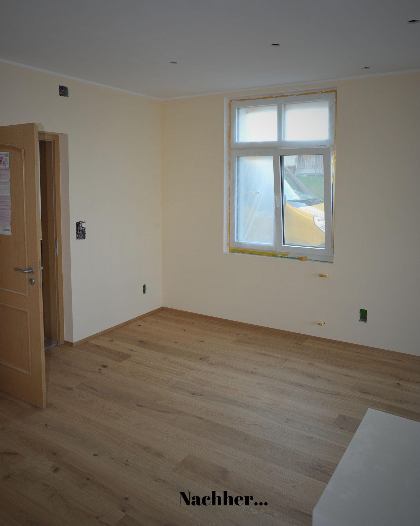 Eiche Parkettboden und Kalk-Streichputz an den Wänden sorgen gemeinsam mit einer optimal abgestimmten Dämmung der Aussenwände für ein angenehmes Raumklima.