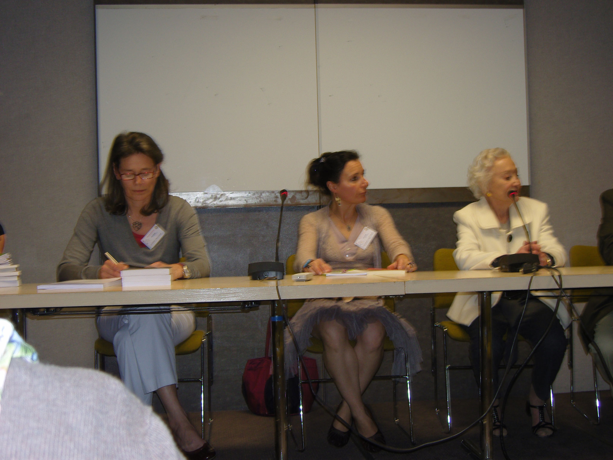 Table ronde avec Mennie Grégoire et Juliette Tournand - Salon du livre au féminin 2011