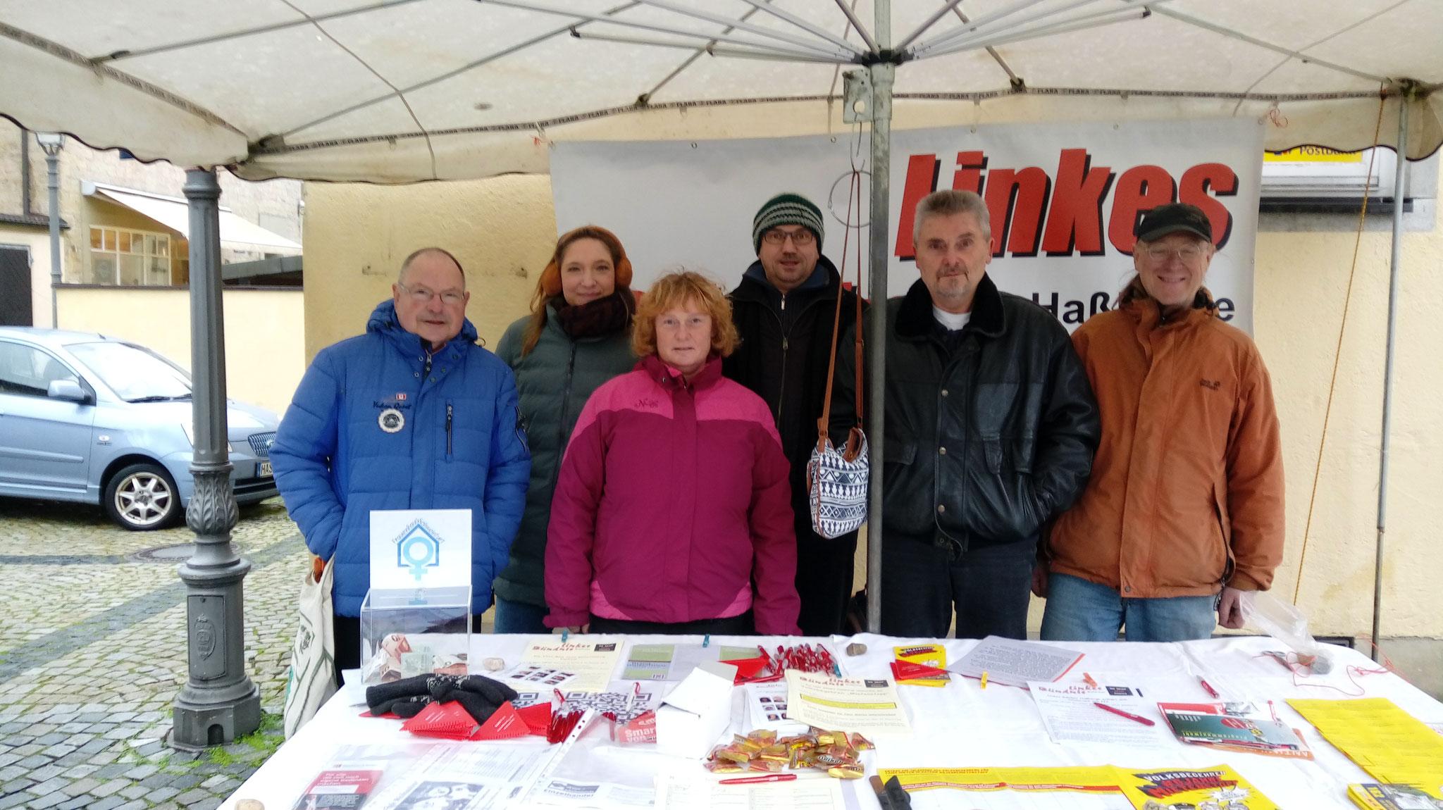 13.12.2019: Infostand in Haßfurt, v.l.n.r. Rudolf Schmachtenberger, Petra Tempert, Sabine Schmidt, Manfred Landig, Thomas Dietzel, Ernst Hümmer