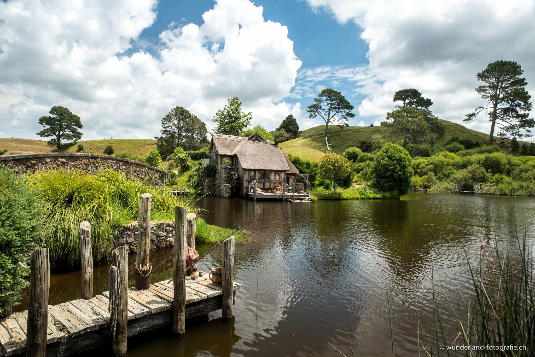 Die Mühle am Teich.