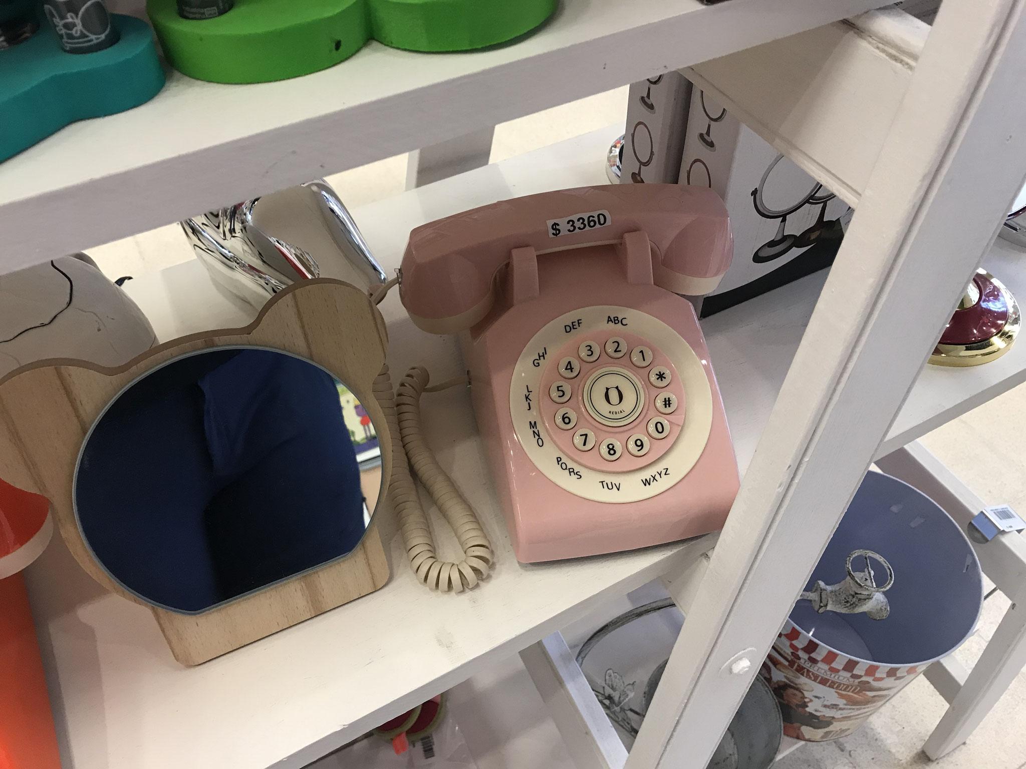 ein rosarotes Telefon...