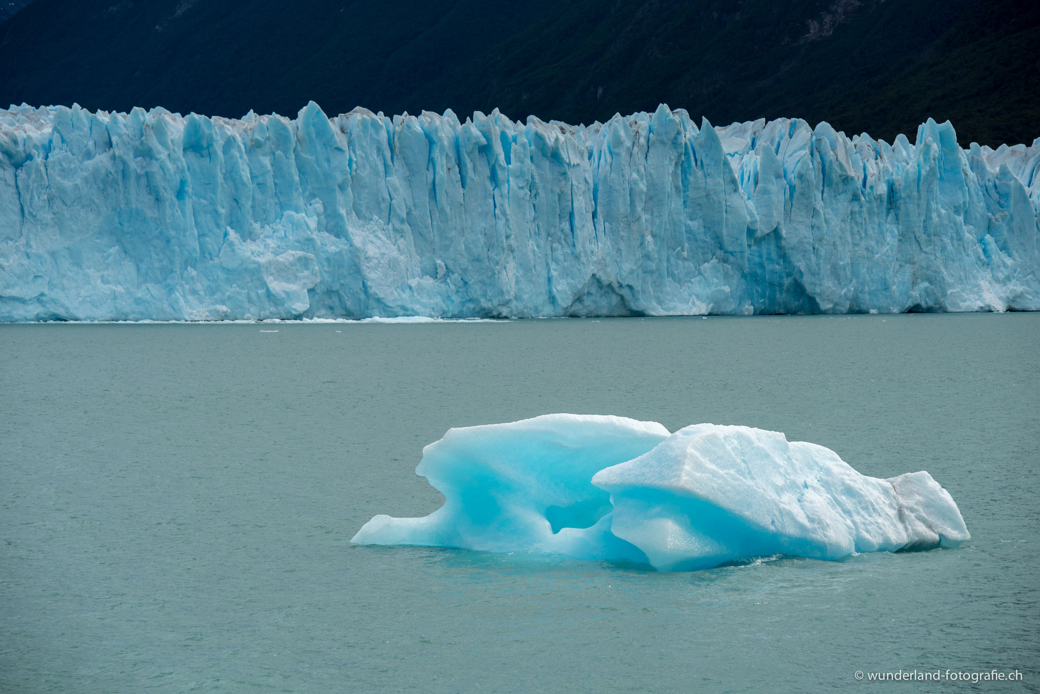 Eisberg vor dem Perito Moreno