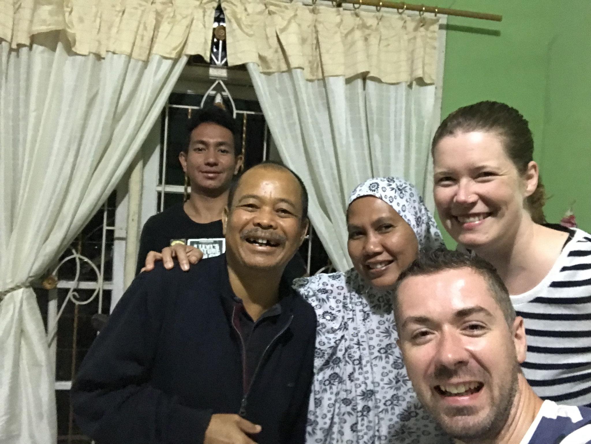 Die liebenswürdige Familie vom Kaesa-Guesthouse in Berastagi: Kesh, Evi und ihr Sohn Eful