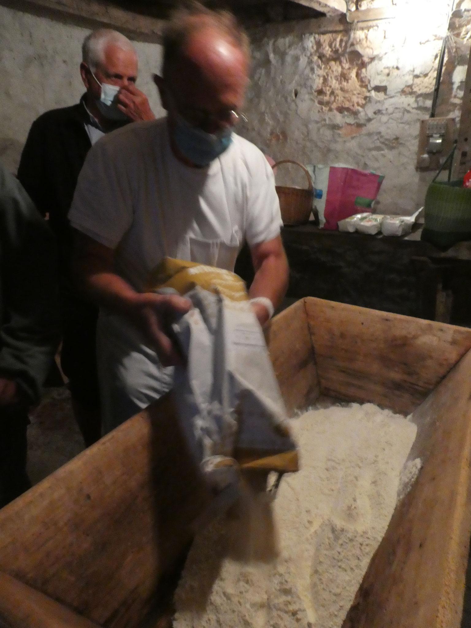 La fabrication de la pâte commence