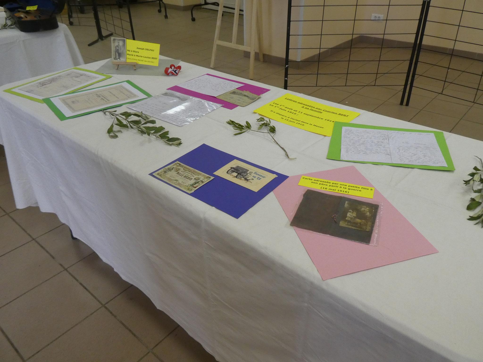 Des documents et objets complémentaires exposés
