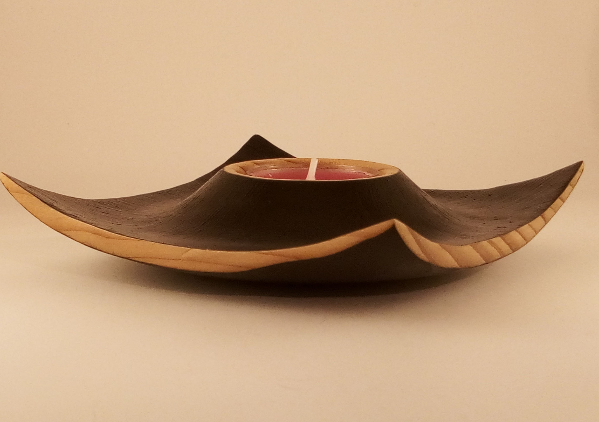 Bougeoir en cèdre peint à l'acrylique