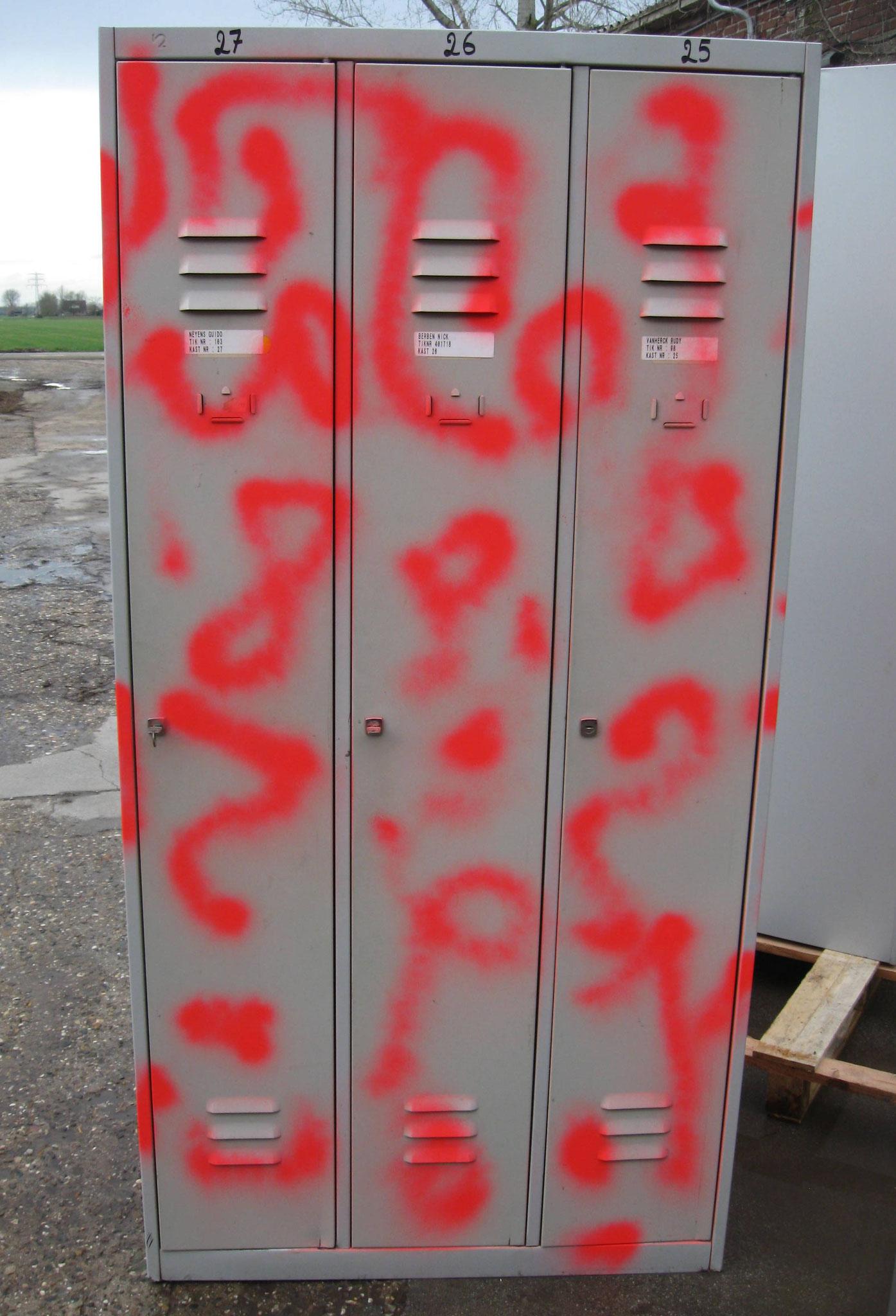 15. Lockerkast 3-deur - van € 175,- voor € 100,-