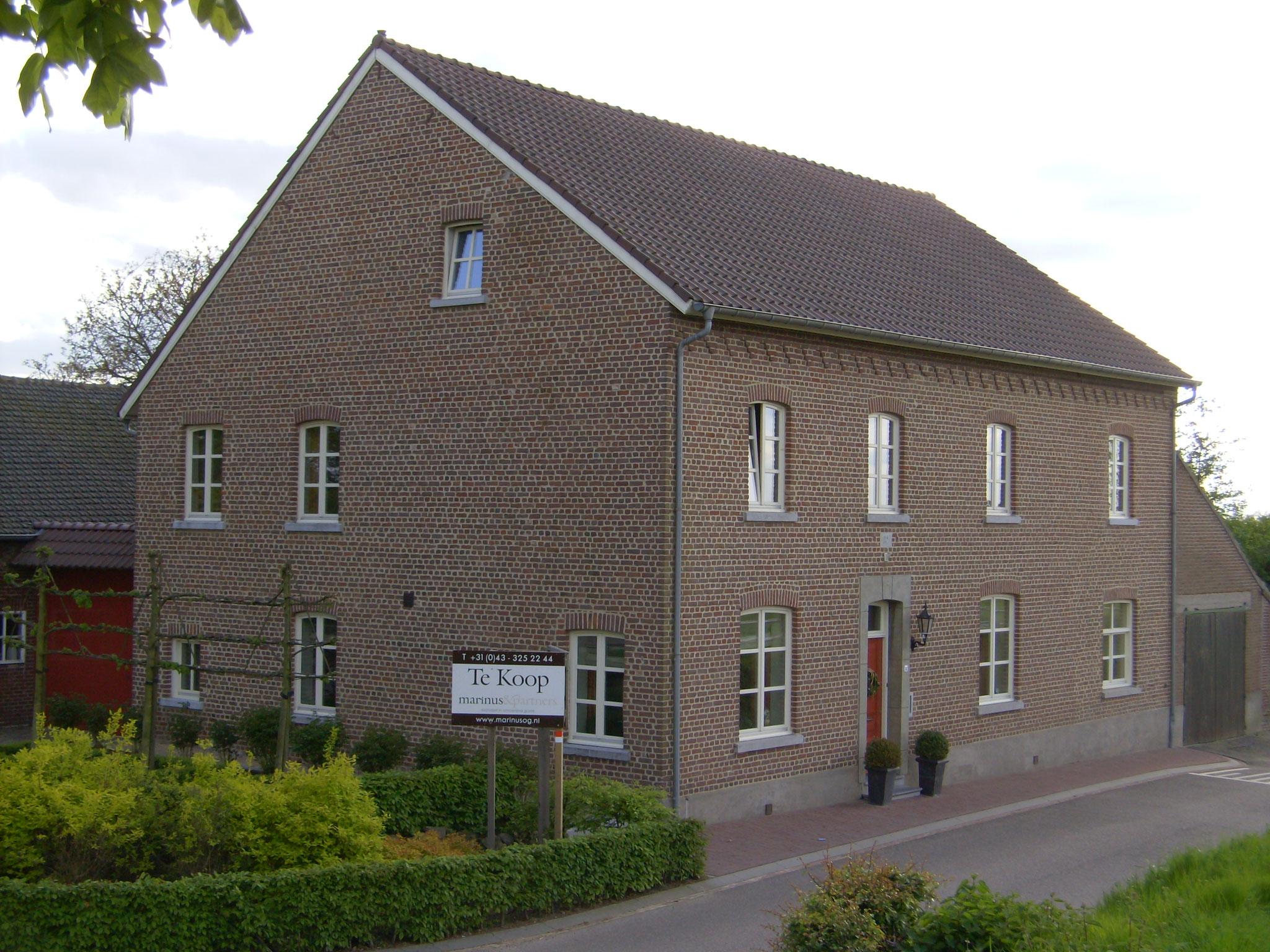 houten ramen en voordeur in Bruisterbosch