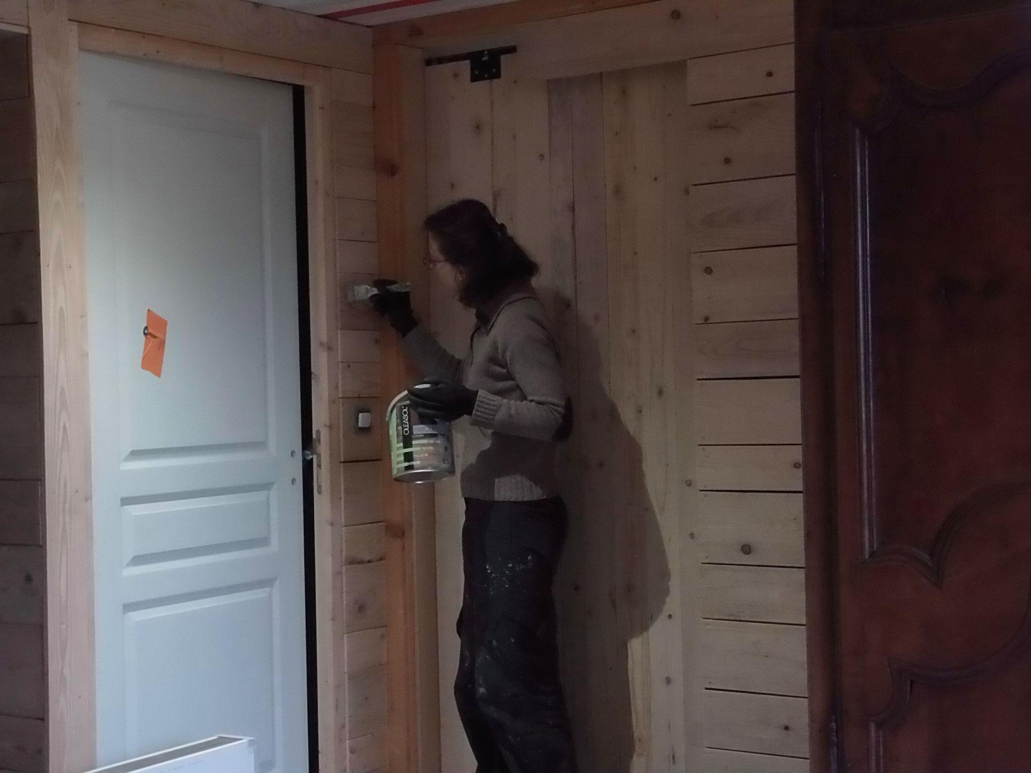 Septembre-Octobre : on recouvre les murs d'une huile dure protectrice