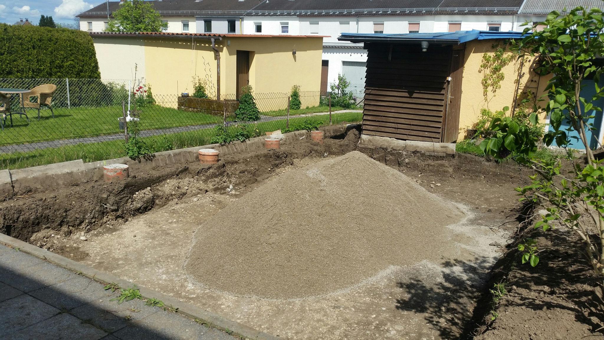 Punktfundamente für Alusichtschutz, Aushub  Poolbau