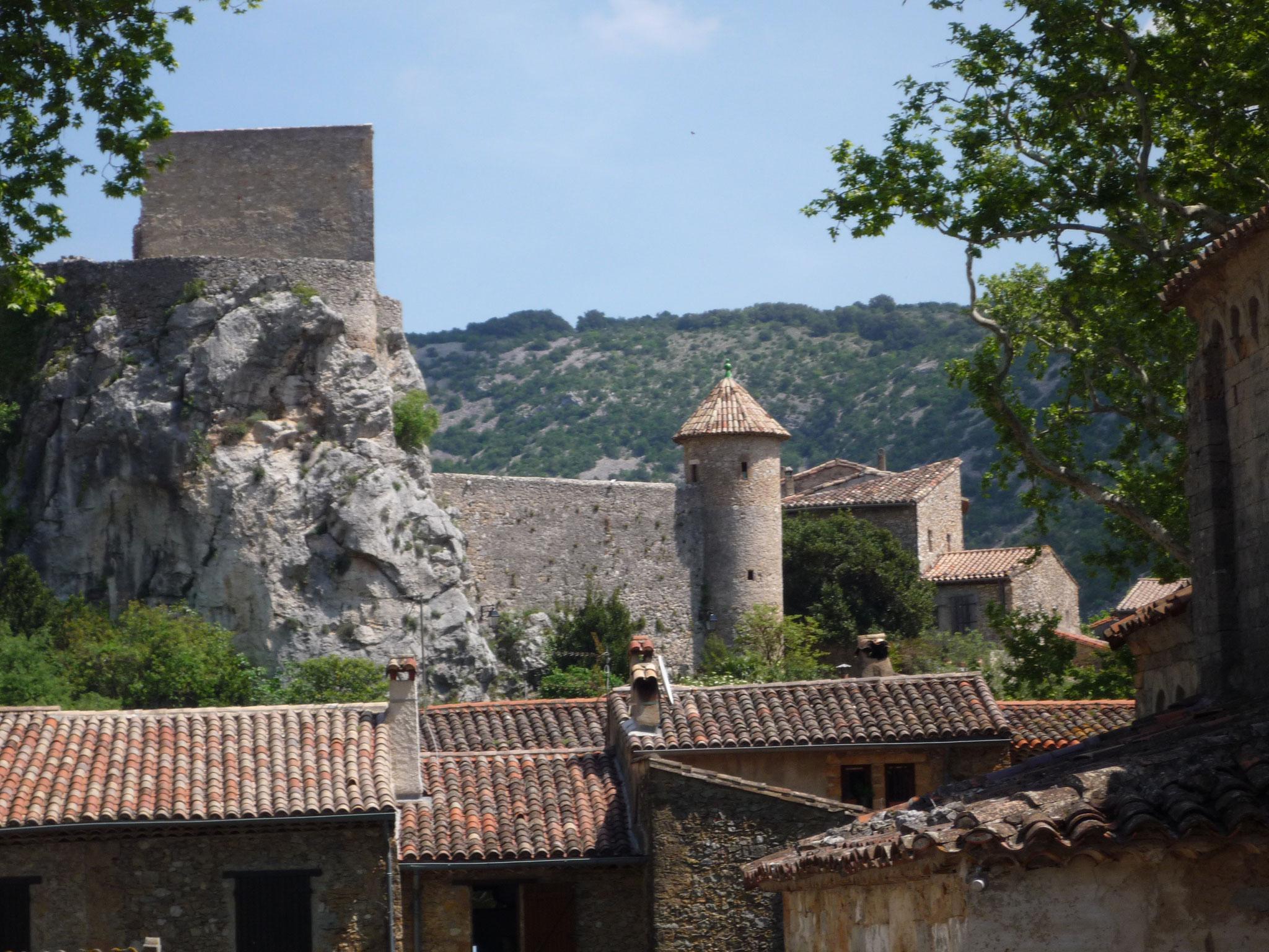 Le Château de Baulx vue depuis le village