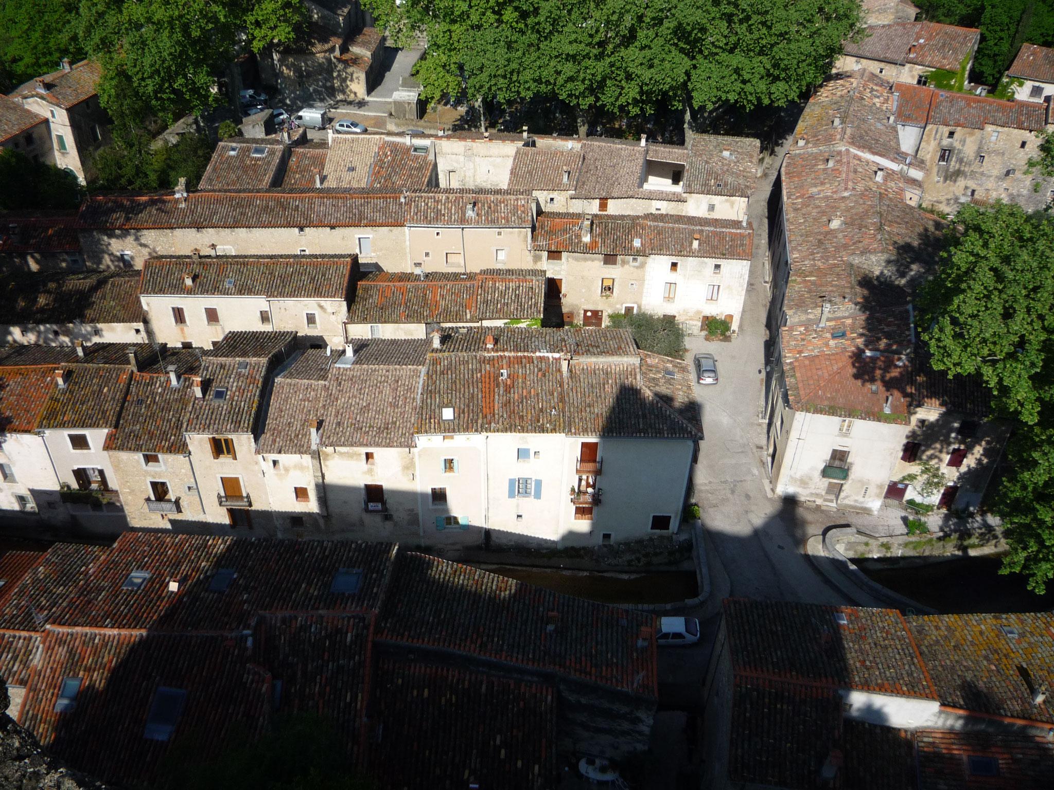Les toits du village de Saint Jean de Buèges vues depis le château de Baulx