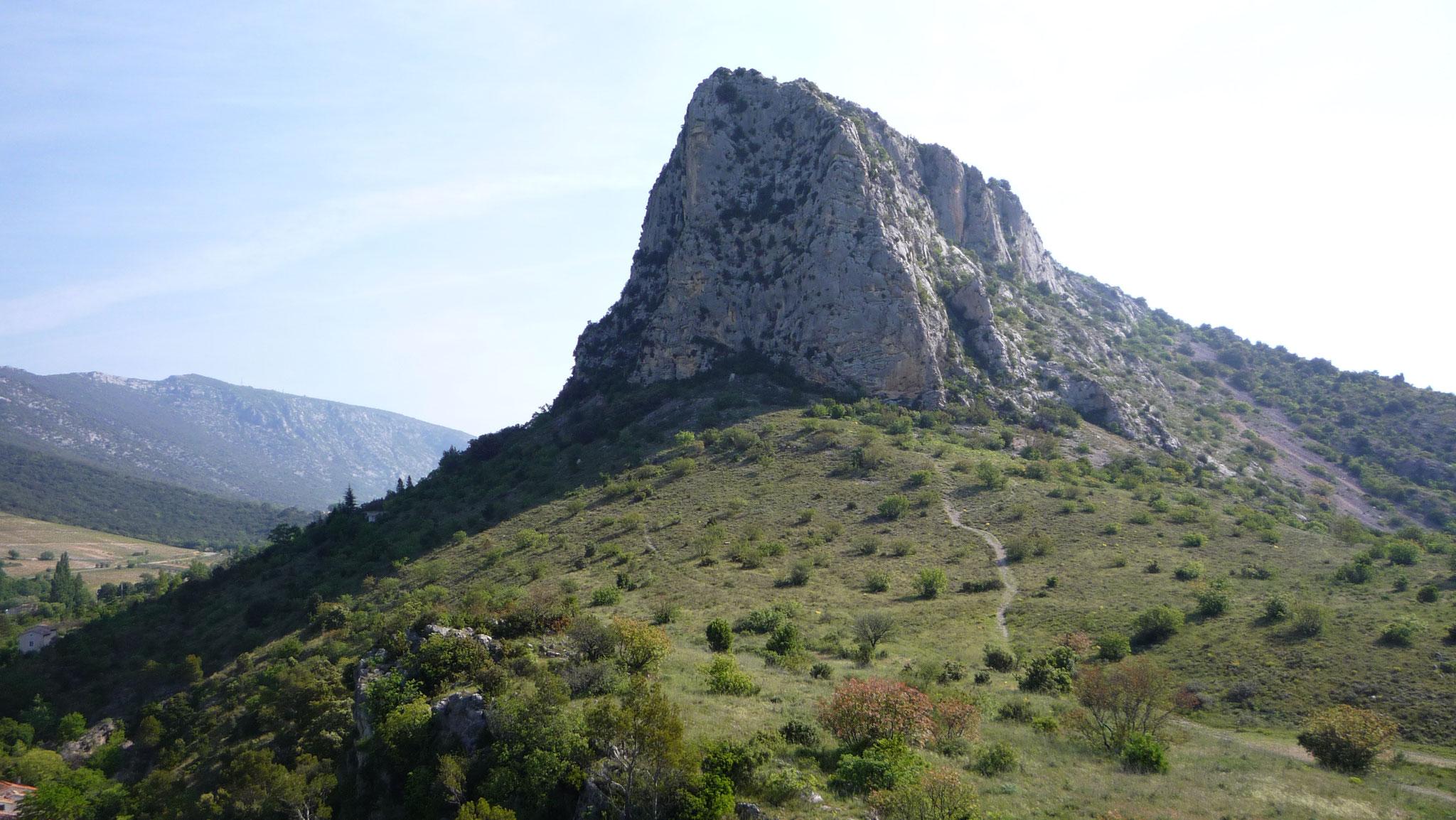 Le Trascatel, colline derrière le château