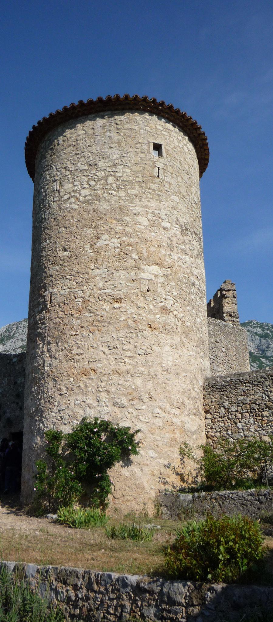 La tour mémoire vue depuis le jardin des senteurs
