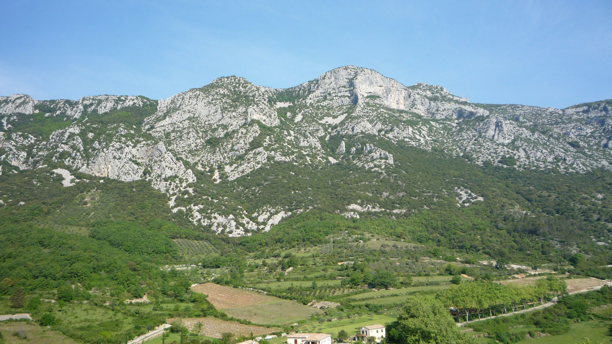 La Seranne, barre rocheuse qui protège la vallée