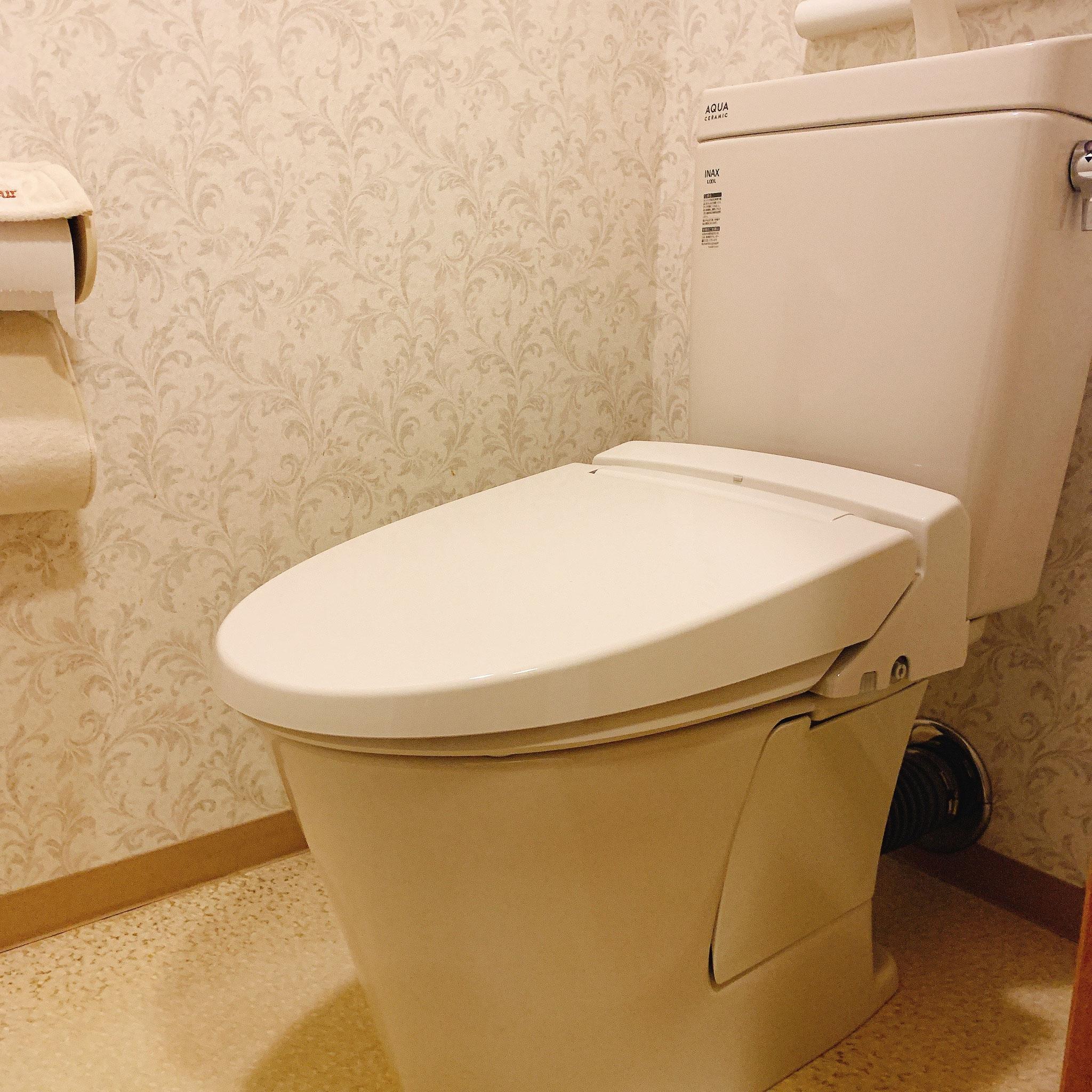 マンションの洋式トイレの交換(タンクの老朽化による)リクシルさんのアメージュというトイレになりました。