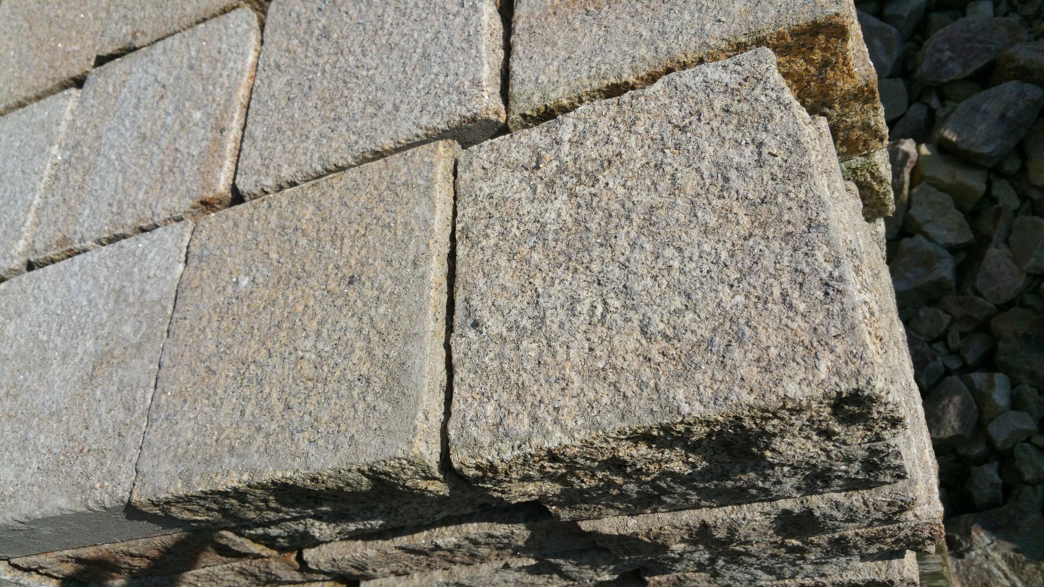 pavé granit 15x15x5 jaune bouchardé